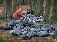 Tientallen zakken wietafval gedumpt in bosgebied