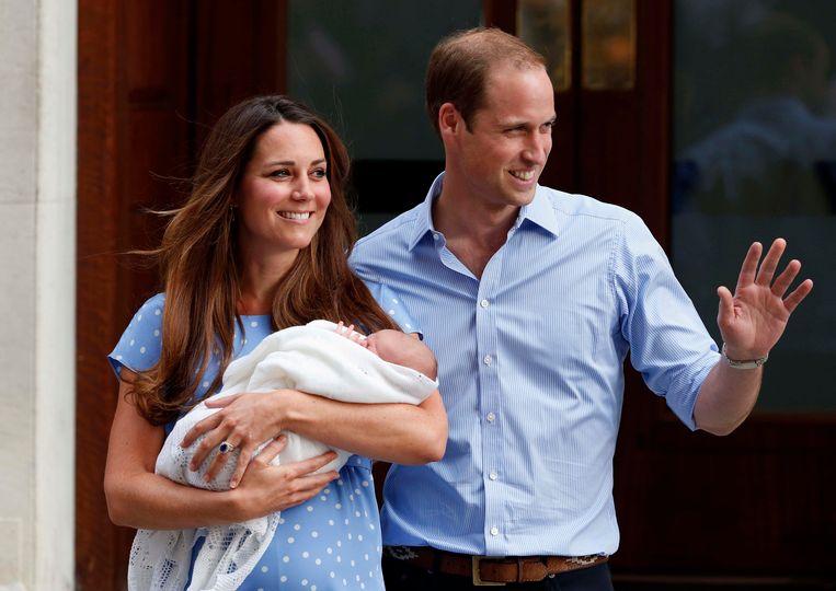 In juli 2013 presenteren Kate en William hun eerste kind, zoon George, aan het Verenigd Koninkrijk. Beeld AP