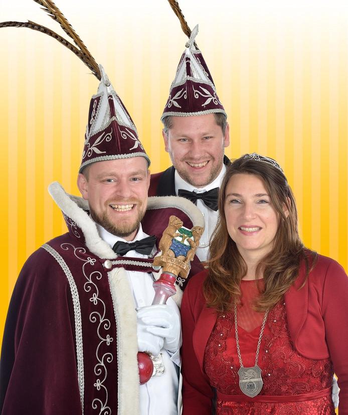 Arno d'n Twidde met zijn prinses Jolijn en zijn adjudant Danny.