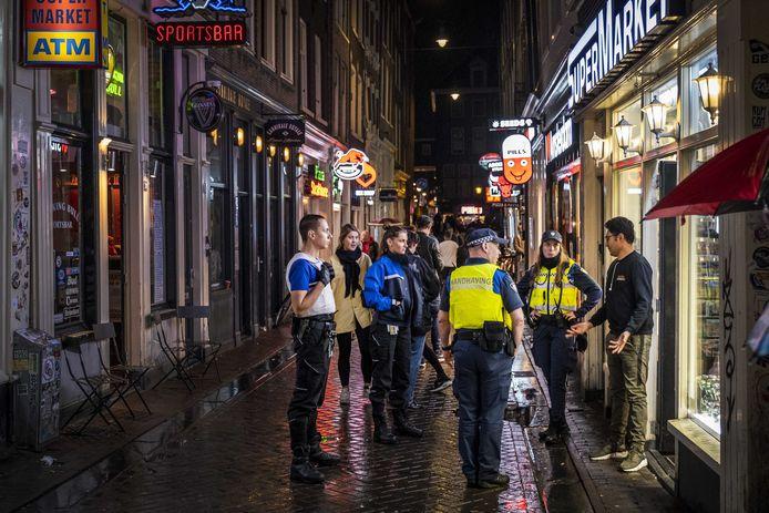 Handhaving rondt het wallengebied in Amsterdam.