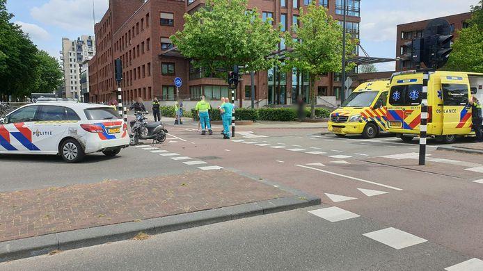 De politie onderzoekt de toedracht van het ongeval en hoort getuigen.