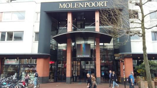 Het winkelcomplex de Molenpoort in de Molenstraat in Nijmegen van buiten nu.