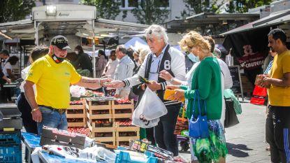 IN BEELD. Even zoeken naar favoriete kraam tijdens eerste markt in Oostende
