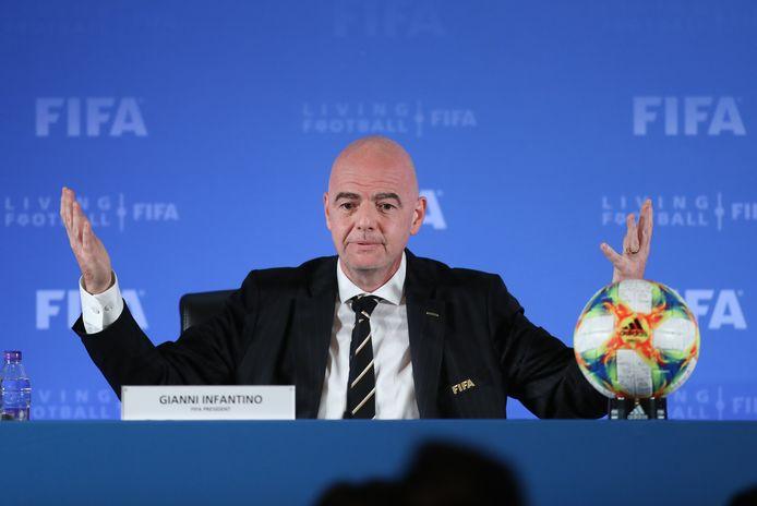 FIFA-voorzitter Gianni Infantino stond de pers vanochtend te woord in Sjanghai.