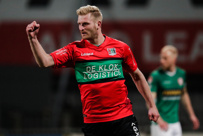Mart Dijkstra viert de  1-1.