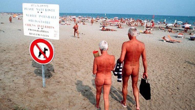 Cap d'Agde, mekka voor naturisten. De mensen op de foto hebben overigens niks te maken met de aan het licht gekomen pedofiliezaak.