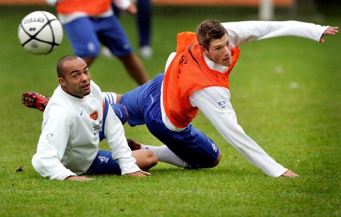 Demy de Zeeuw en Stijn Schaars tijdens een training van het Nederlands elftal.