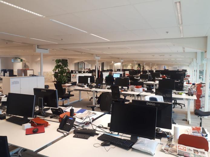 De redactie in Rotterdam: normaal een drukke bedoening.