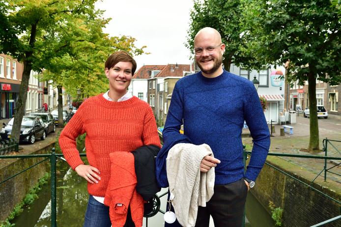 Bianca Streng en Joost van den Heuvel met de eerste producten van hun nieuwe label Studio Steelblue: truien en vesten van gerecycled garen.