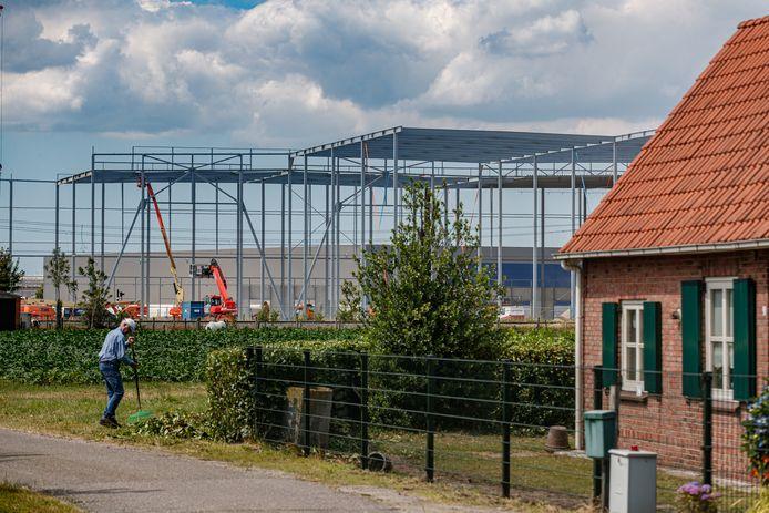 Een jaar geleden werd er nog volop gewerkt aan de uitbreiding van Primark DSV in Roosendaal.
