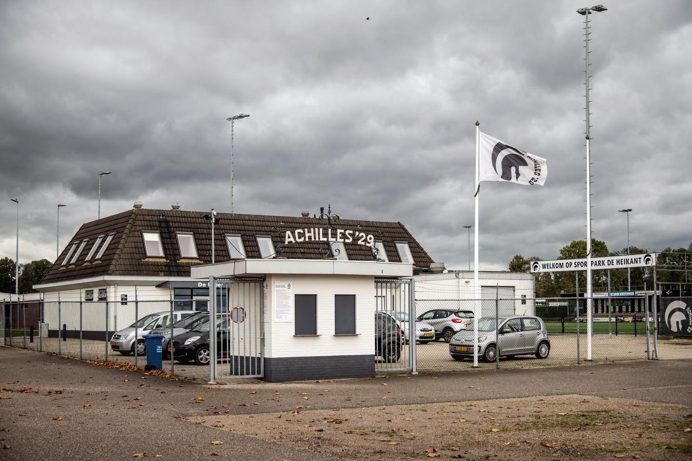 Achilles'29 had negentig jaar lang een eigen onderkomen op sportpark De Heikant. De club raakte dat kwijt na een conflict met de familie Derks (complexeigenaren). Sinds november speelt de Groesbeekse hoofdklasser op het complex van dorpsgenoot Germania.