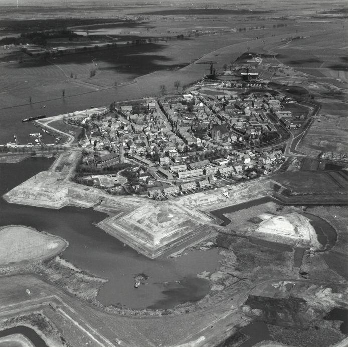 De vesting Heusden gezien vanuit de lucht, in de periode van de restauratie.