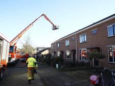 Twee gewonden na brand in woning 't Harde: 'Hij was helemaal bruin met brandwonden aan zijn handen'