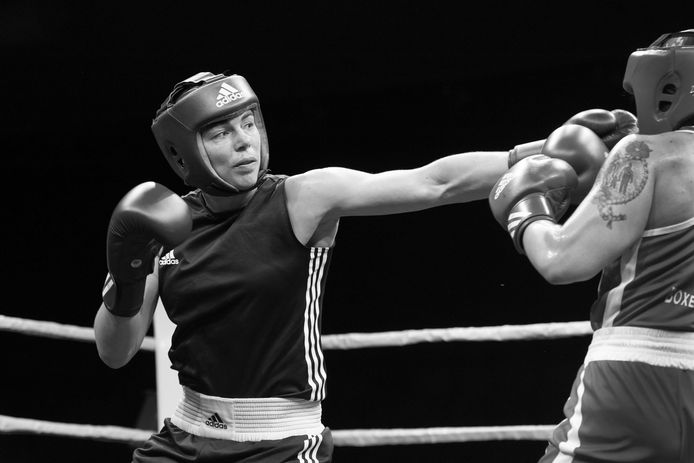 Nouchka Fontijn (Olympische zilveren medaille in Rio de Janeiro) in de boksring in Queen of the Ring.