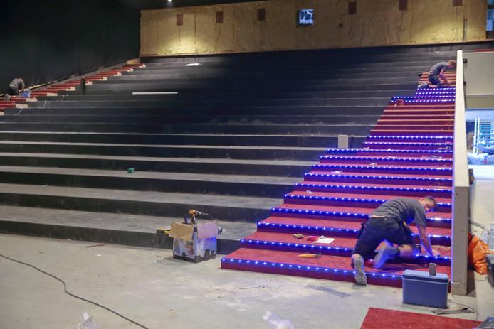 De grote zaal van Euroscoop Rotterdam telt 512 stoelen: er wordt met man en macht gewerkt.