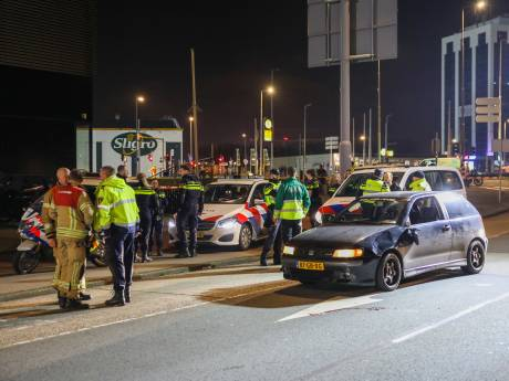 Feyenoordsupporter (86) zwaargewond na aanrijding met auto bij Kuip