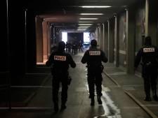 L'homme qui a menacé des policiers à la Défense avec un couteau est décédé