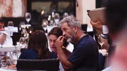 Etentje loopt uit de hand: Mel Gibson barst voor vol restaurant furieus uit tegen vriendin