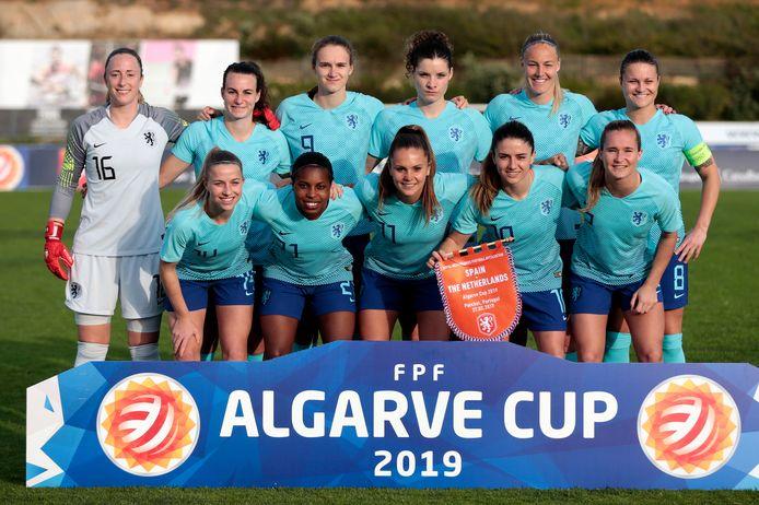 De basiself van Oranje voor de wedstrijd tegen Spanje (2-0 nederlaag) op 27 februari.