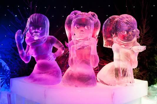 K3 gemaakt uit de ijsblokken van het familiebedrijf Hiva, voor het IJssculpturenfestival van Brugge.
