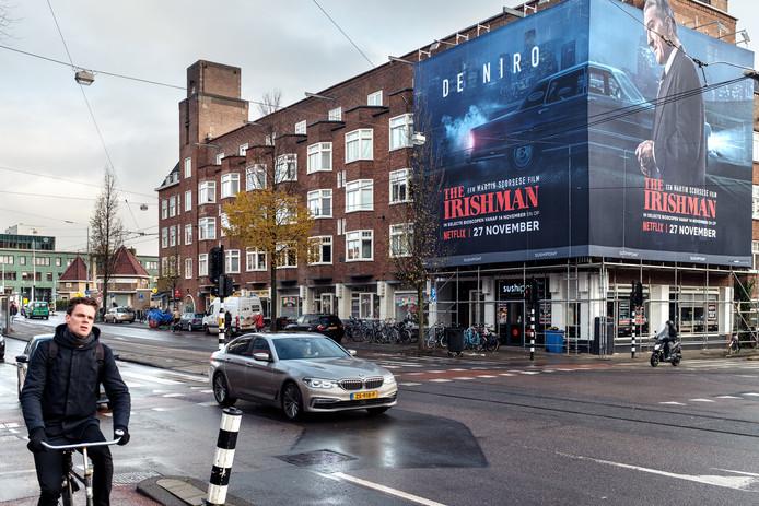 Reclamedoek op de kruising Churchilllaan met de Scheldestraat.