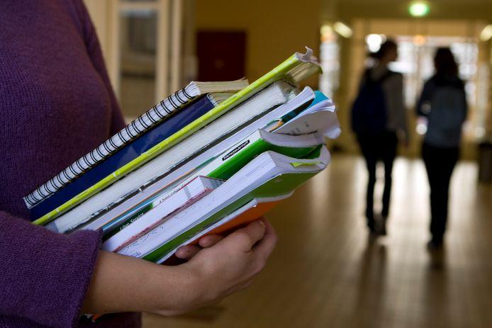 Minder leerlingen zaten deze zomervakantie in de schoolbankjes om hun onvoldoendes weg te werken.