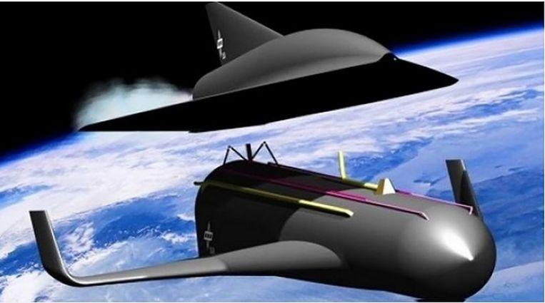 Op een hoogte van 80 kilometer splitsen de raketmotoren en het passagiersgedeelte dat vervolgens door de toplaag van de atmosfeer glijdt met 25.200 km per uur.