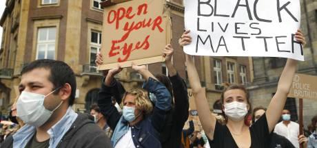 Hele Dam propvol met demonstranten tegen politiegeweld