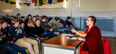 Monnik Giel viert verjaardag in VTI van Brugge