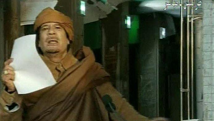 Khadaffi bij zijn tv-toespraak.