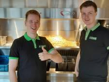 Stefan en Ramon staken hun centen in failliete Nijverdalse zaak en drijven nu het beste cafetaria van Overijssel