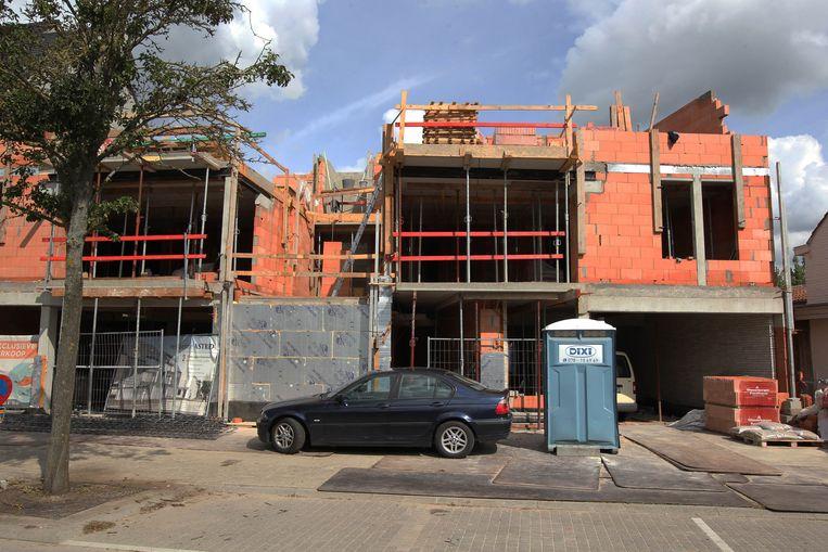 Een van de vele bouwwerven in het centrum van Evergem.