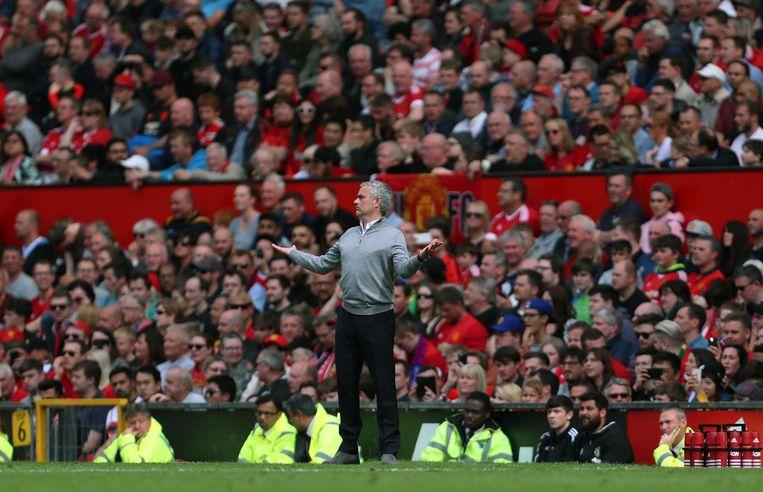 José Mourinho zondag tijdens de wedstrijd Manchester United - Christal Palace (2-0). Beeld getty