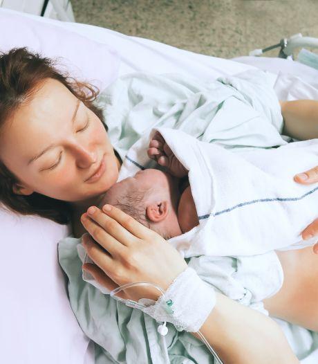 'Beperk kraambezoek na de geboorte: moeders worden veel te moe'