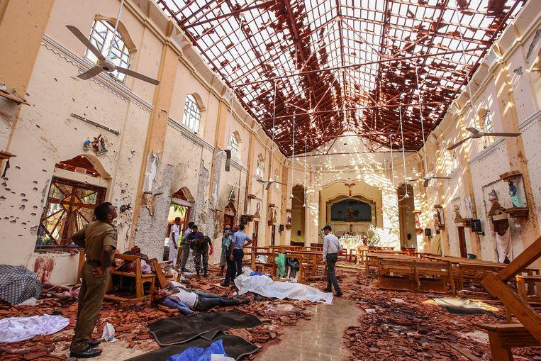 Dodelijke slachtoffers in de kerk in Negombo, ten noorden van Colombo.
