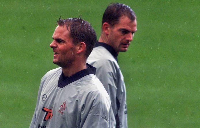 2001: Frank (links) en Ronald de Boer tijdens de training bij Oranje.