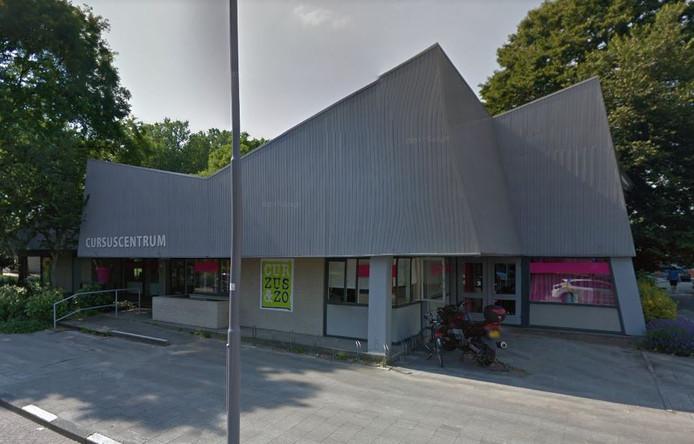 De hoofdvestiging van het cursuscentrum aan de Remmet van Milplaats.