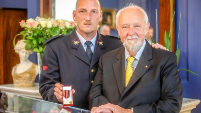 """Medaille voor brandweerman na ramp met torenkraan: """"Als Martin volgens het boekje had gehandeld, leefde ik niet meer"""""""