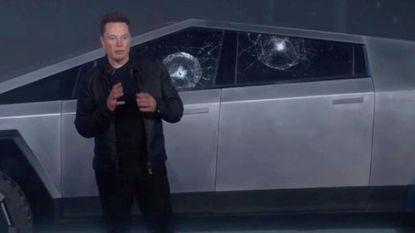 Elon Musk legt uit waarom gewapend glas van Cybertruck toch kon sneuvelen