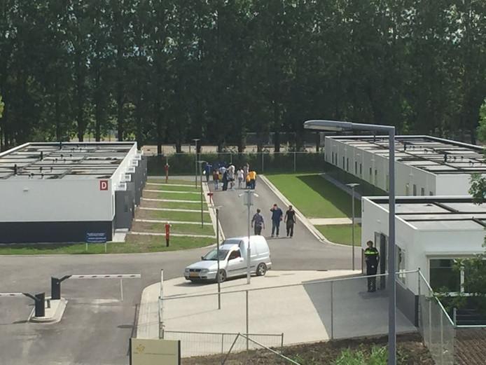 De eerste bewoners van het asielzoekerscentrum in Rotterdam-Beverwaard zijn maandag 29 augustus 2016 gearriveerd. Ze komen allemaal uit Syrië.