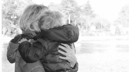 """Pakkend afscheid van SuperGilles, die jarenlang moedig vocht tegen hersentumor: """"Hij gaf heel graag kusjes. Ik ga zijn hand op mijn schouder missen"""""""
