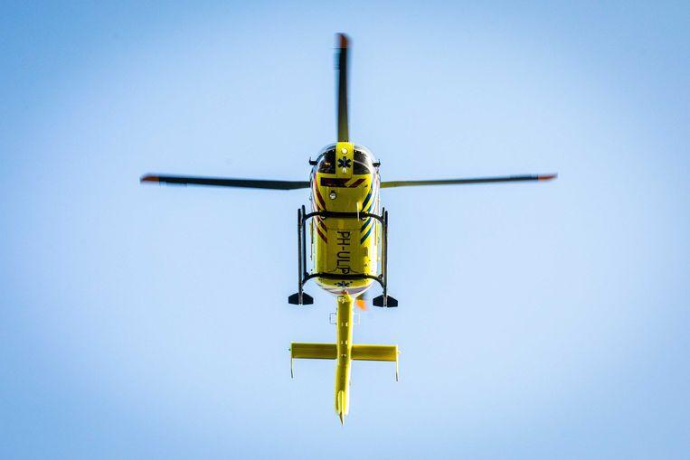 Een traumahelikopter stijgt op.