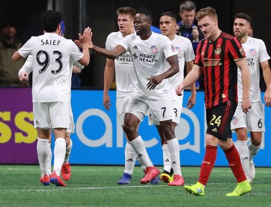 Roland Lamah (nummer 7) van FC Cincinannati viert zijn late treffer tegen Atlanta United, dat dus weer punten liet liggen (1-1).