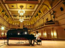 Lavalu sluit tournee 'Solitary High' af met concert in thuisstad Arnhem