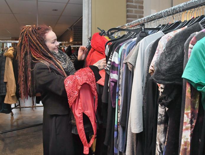 Miranda van der Poe zoekt leuke en praktische kleding.
