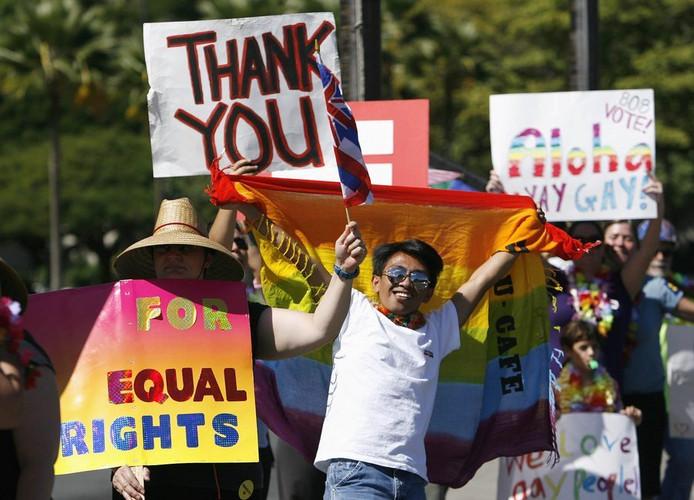 Hawaiianen vieren in Hololulu de invoering van het homohuwelijk.
