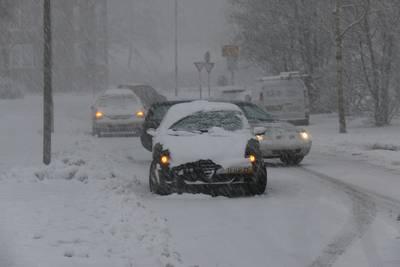 Chaos en ongelukken op de weg, morgen mogelijk code rood