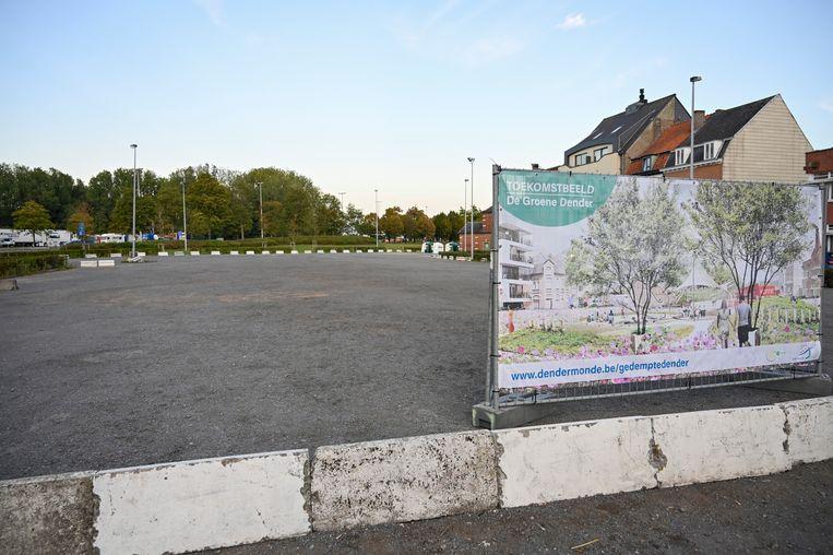 Het deel van de Gedempte Dender, aan de kant van de Noordlaan, dat omgevormd zal worden, is al afgebakend. Aan de grenzen tonen grote doeken hoe de site er in de toekomst zal uitzien.