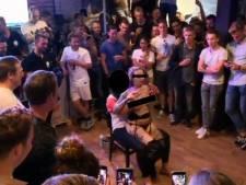 Striptease en drankspellen: ophef over feest Hengelose voetbalclub