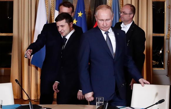 Emmanuel Macron (links) ontving maandag in het Élysée Vladimir Poetin en de Oekraïense president Volodimir Zelenski.